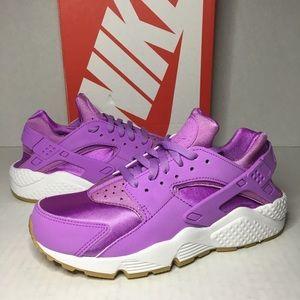WMNS Nike Air Huarache